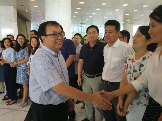 陈文辉赴任社保基金 郭树清等送行