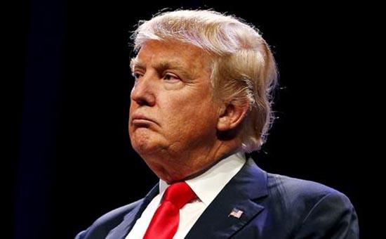 """但有美媒报道了一个耐?#25628;?#21619;的变化,民主党?#25105;?#38498;领袖舒默日前在被支?#32456;?#20844;开问到何时弹劾总统时回答:""""越快越好。"""""""